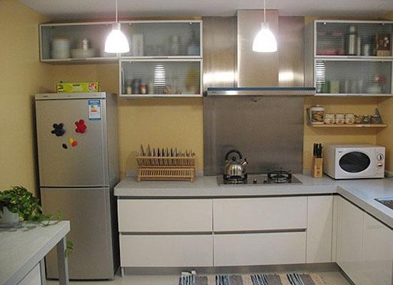 一改厨房本色,让原本充满油烟的厨房像个艺术展览室一样.