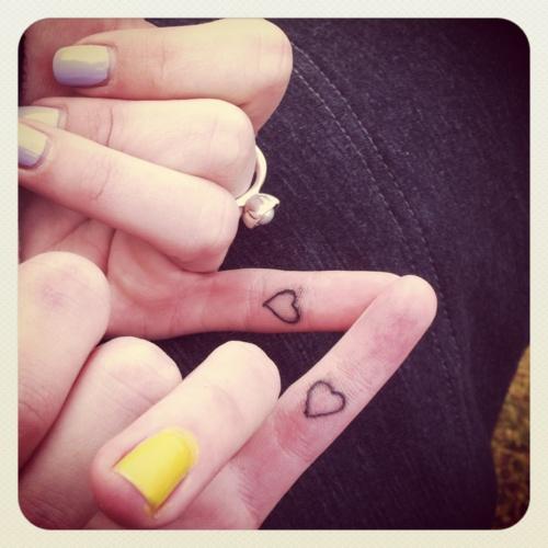 手指纹身图案