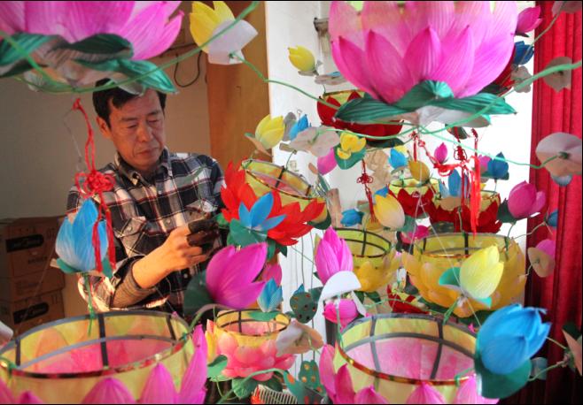 中选出5名最佳制作,获得由花灯传人刘勇亲手制作的兔子花灯一盏-